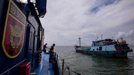Patroli Laut Batam Ringkus Penyelundupan 50 Juta Batang Rokok