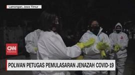 VIDEO: Polwan Jadi Petugas Pemakaman Jenazah Covid-19