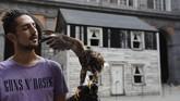 Seni instalasi rumah aktivis Hak Asasi Manusia asal Amerika Serikat, Rosa Parks, dipamerkan di Royal Palace, Naples, Italia.