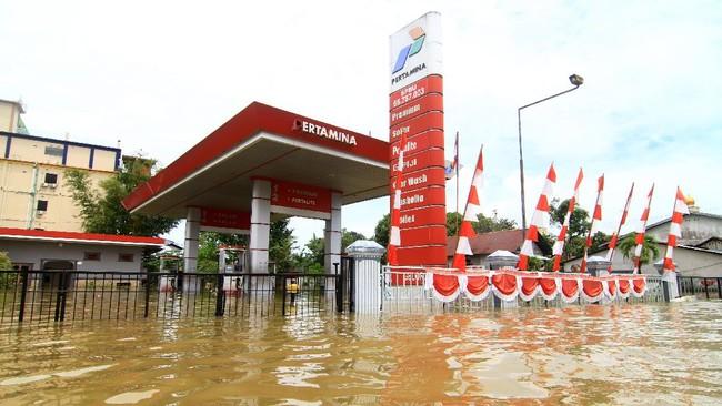 Banjir besar melanda Kota Putussibau, Kabupaten Kapuas Hulu, dengan kondisi kedalaman air saat ini satu hingga lima meter sejak Minggu, 13 September 2020.