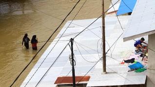 FOTO: Banjir Lumpuhkan Aktivitas Masyarakat di Kapuas Hulu