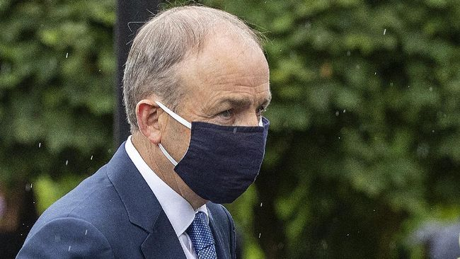Perintah menjalani isolasi mandiri untuk seluruh anggota kabinet Irlandia setelah Menteri Kesehatan menunjukkan gejala Covid-19.