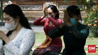 FOTO: Khidmat Galungan di Tengah PSBB Jakarta