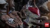 Tim Solidaritas Rakyat Papua mendatangi kantor LPDP untuk mengembalikan uang beasiswa yang diterima Veronica Koman. Namun, kantor LPDP tutup.