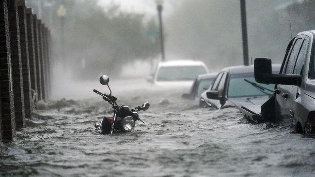 BMKG mewaspadai 'duet' musim hujan dan fenomena La Nina yang diprediksi terjadia pada Desember-Februari yang memicu curah hujan tinggi.