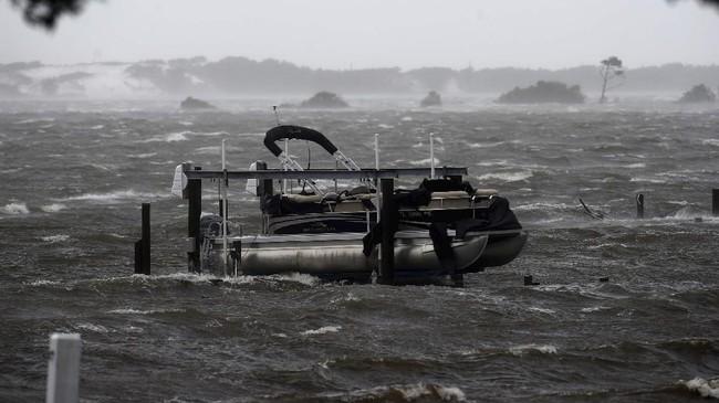 Badai Sally menghantam pesisir Florida hingga Alabama, Amerika Serikat, pada Rabu (16/9).