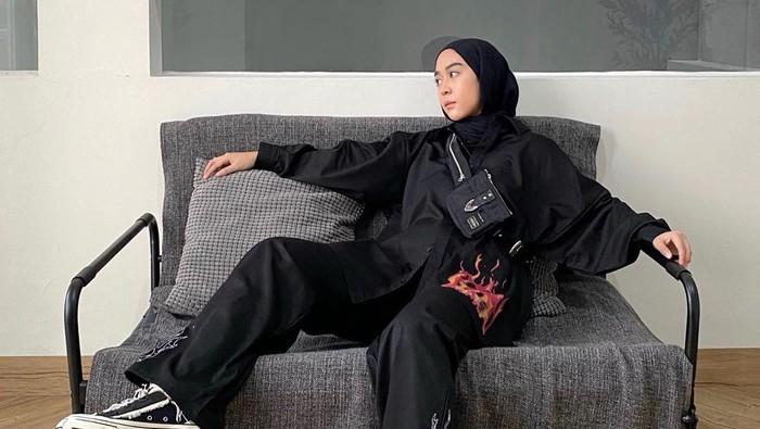 Gak Melulu Gamis, 7 Gaya Fashion Hijab Ini Cocok untuk Kamu yang Boyish!