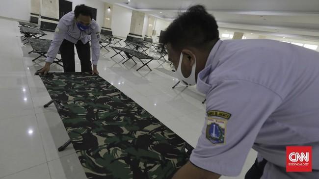 Pemprov DKI Jakarta telah menyediakan 67 lokasi baru untuk dijadikan tempat isolasi. Salah satu lokasi yang dijadikan tempat isolasi mandiri adalah masjid.