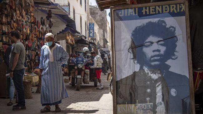 Jimi Hendrix meninggal di Inggris pada 1970. Namun tak sedikit warga di desa kecil Maroko yang mengaku pernah bertemu dan berbincang dengannya.