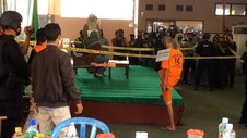 VIDEO: Polisi Rekonstruksi Kasus Penusukan Syekh Ali Jaber