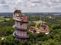 FOTO: Kuil di Negara Gajah yang Dililit Naga