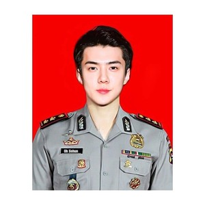 Gagah Maksimal 6 Foto Editan Idol K Pop Berseragam Polisi Foto 1