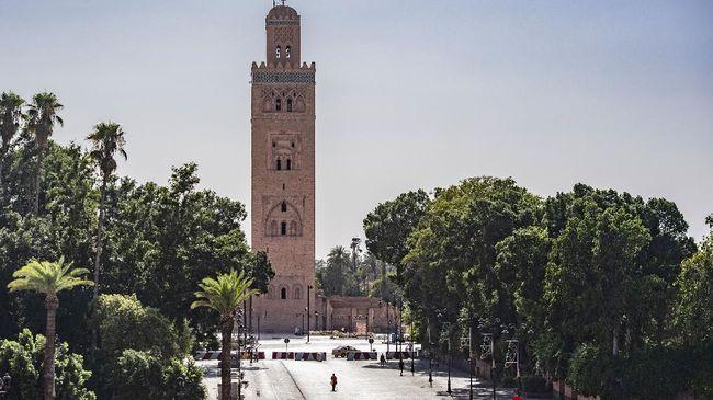 Alub-alun Jamaa El Fna di Marrakesh, Maroko, selalu ramai turis dan warga. Kini keriuhan di Situs UNESCO itu lenyap akibat disandera pandemi virus corona.