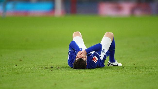 Suporter Schalke marah besar setelah tim kesayangan mereka dipastikan degradasi musim ini.