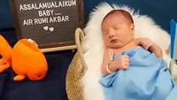 Irish Bella melahirkan anak ketiga pada Jumat (18/9/2020). Anak laki-laki mereka diberi nama Air Rumi Akbar 1453. (Foto: Instagram irish_bellaa_)