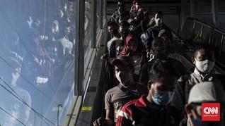 Padat Antrean Stasiun Tanah Abang, Sulit Terapkan Jaga Jarak