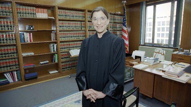 Hakim Agung AS sekaligus aktivis gender Ruth Ginsburg meninggal dunia di usia 87 tahun.