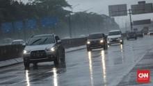 5 Perawatan Mobil Saat Sering Kena Hujan