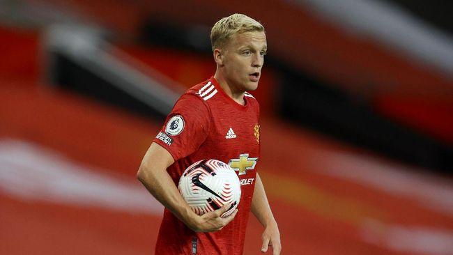 Agen Sjaak Swart tidak senang dengan perlakuan Manchester United yang menjadikan Donny van de Beek sebagai pemain cadangan.