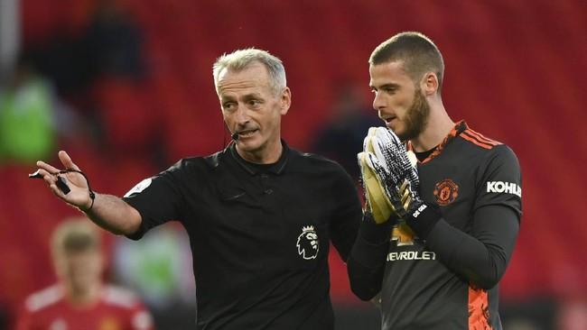Manchester United dikalahkan Crystal Palace 1-3 pada lanjutan Liga Inggris dengan Sir Alex Ferguson menyaksikan di Stadion Old Trafford, Sabtu (19/9).
