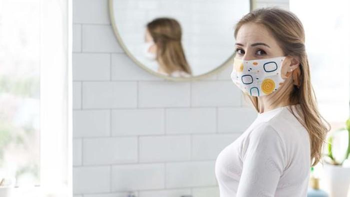 Pakai Masker Tapi Tetap Fashionable, Cek Tipsnya di Sini!