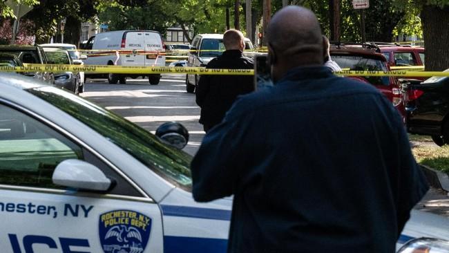 Sederet foto mengenai suasana mencekam usai insiden penembakan massal di Rochester, Amerika Serikat, Sabtu (19/9) waktu setempat.