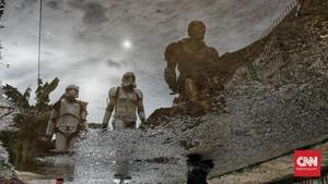 FOTO: Superhero Mengais Rezeki Saat Pandemi Covid