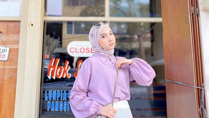 Tips Mix and Match Hijab dengan Outfit Warna Lilac