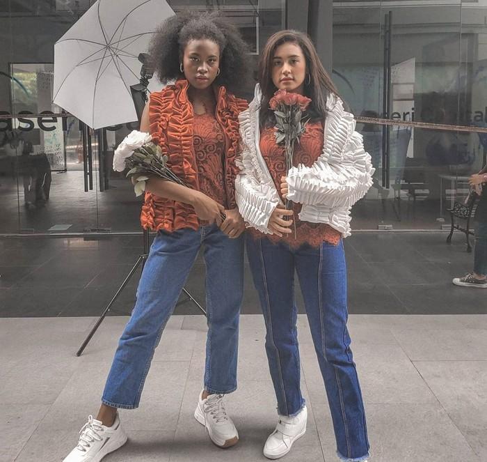 Sejak video mereka viral, Afifah dan Sylla menjadi idola. Saking akrab dan kompaknya, warganet menyebut keduanya sebagai sibling goals. Jadi, tak perlu minder dengan warna kulit yang saat ini kamu miliki ya! (Sumber foto: www.instagram.com/anakbusuzan/).