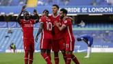 Liverpool berhasil menaklukkan Chelsea dengan skor 2-0. Berikut foto-foto pilihan laga tersebut.