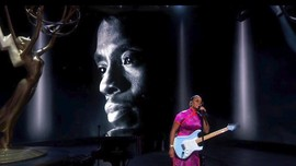 Penghormatan Chadwick Boseman dan Naya Rivera di Emmy Awards