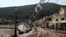 FOTO: Yunani Porak Poranda Akibat Badai Lanos