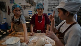 FOTO: Gerai Roti Jerman untuk Pekerja Tunarungu di China