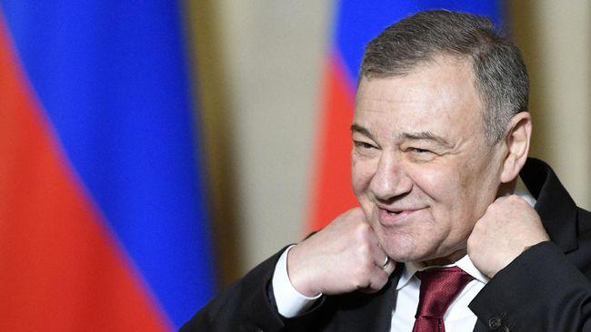 Arkady Rotenberg, miliarder sekaligus sekutu Presiden Vladimir Putin membantah tuduhan keterlibatannya pada skandal fincen, kasus pencucian uang.