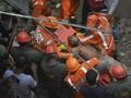 FOTO: Bangunan 4 Lantai di Mumbai Runtuh, 15 Tewas