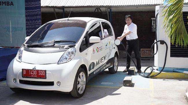 Mitsubishi i-MiEV adalah mobil listrik pertama di dunia yang diproduksi massal dan dijual ke publik mulai 2009.