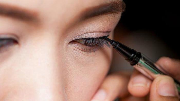 Pemula Gak Perlu Takut, Ini Rekomendasi Eyeliner yang Bagus Buat Kamu