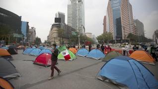 FOTO: Demonstran Meksiko Berkemah Tuntut Presiden Mundur