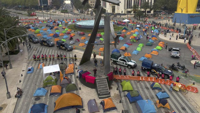 Sekitar 1.500 demonstran berunjuk rasa mendesak Presiden Meksiko, Lopez Obrador, mundur.