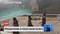 VIDEO: Peragaan Busana di Puncak Gunung Kelimutu