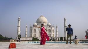 FOTO: Taj Mahal, Dilihat Boleh Dipegang Jangan