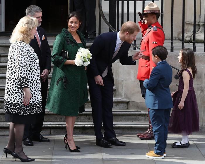 Saat memperingati Commonwealth Day di tahun 2019,Wanita kelahiran 1981 juga tampil mengenakan gaun berwarna hijau dalam kunjungannya ke Canada House di Inggris. Ia diketahui mengenakan setelan dress dan coat custom dari Erdem yang ditaksir memiliki harga US$4.330 atau Rp60 juta. Ia kemudian memadukan outfit-nya dengan sepatu pumps dari Aquazurra senilai US$750 atau Rp10,5 juta dan clutch dari Givenchy.(Foto: instagram.com/sussexroyal)