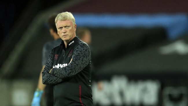Pelatih West Ham United David Moyes dan dua pemainnya dinyatakan positif virus corona jelang laga Piala Liga Inggris melawan Hull City.