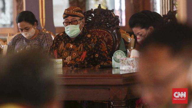 Raja Keraton Surakarta Pakubuwana XIII Hangabehi mengancam akan menyomasi 13 media terkait pemberitaan yang dianggap tidak berimbang.