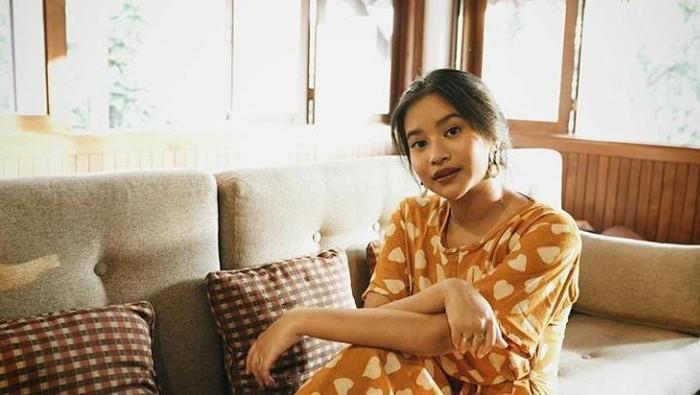 6 Gaya Adira Kania, Putri Ikke Nurjanah yang Jarang Disorot