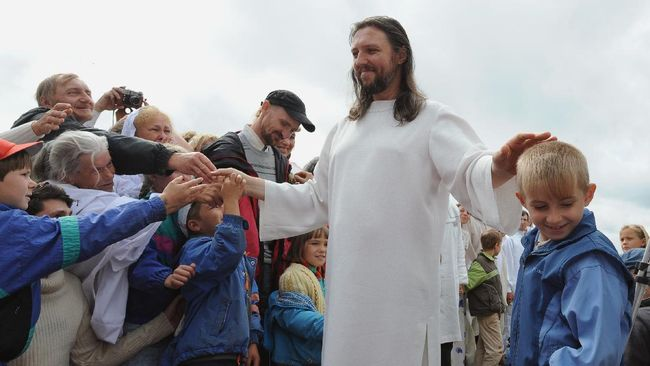 Aparat keamanan Rusia menangkap Sergei Torop alias Vissarion yang mengaku sebagai titisan Yesus dan menjadi pemimpin sebuah sekte.