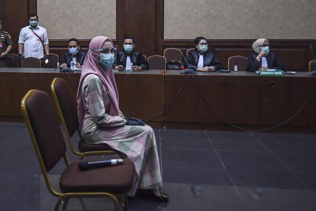 Bergamis Jaksa Pinangki Tampil Beda Hadiri Sidang Perdana