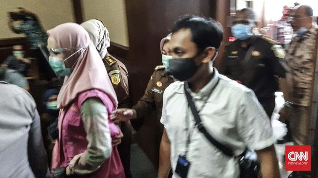 Tiga jaksa penyidik kasus Pinangki Sirna Malasari dilaporkan ke Komisi Kejaksaan atas dugaan pelanggaran kode etik. Tiga jaksa itu berinisial SA, WT dan IP.