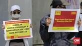 Perwakilan kelompok tani, nelayan, hingga pegiat lingkungan melakukan aksi di depan Istana Kepresidenan sebagai bagian dari peringatan Hari Tani Nasional ke-60.