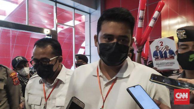 Selama ini wartawan merasa dipersulit untuk mewawancarai Wali Kota Medan Bobby Nasution. Puncaknya, saat mereka dilarang wawancara oleh Paspampres.